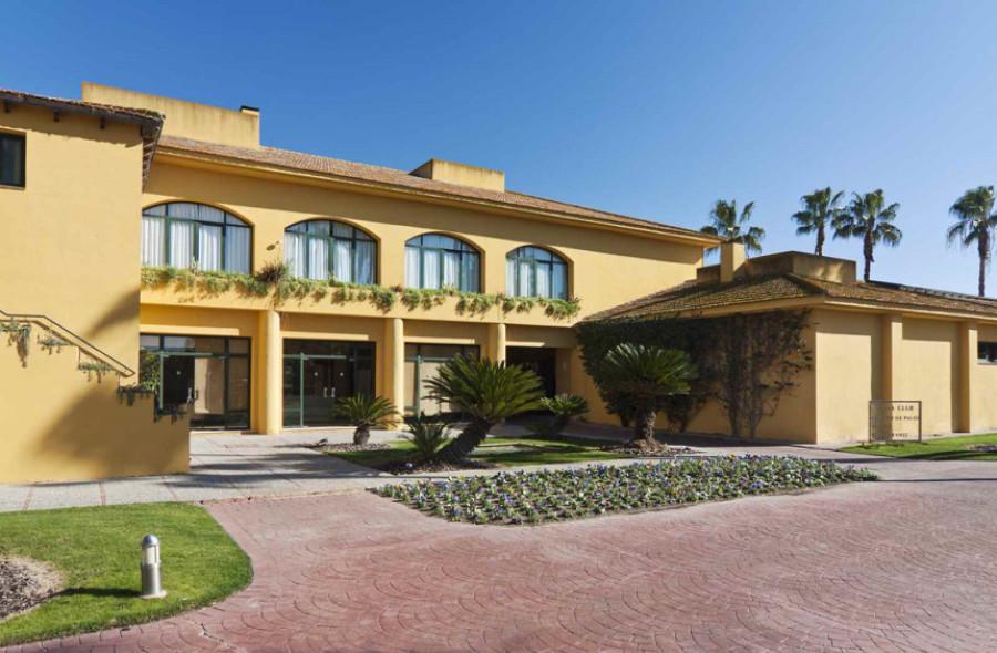 Cede, restaurante y C. Palos del Real Club de Golf Sevilla.