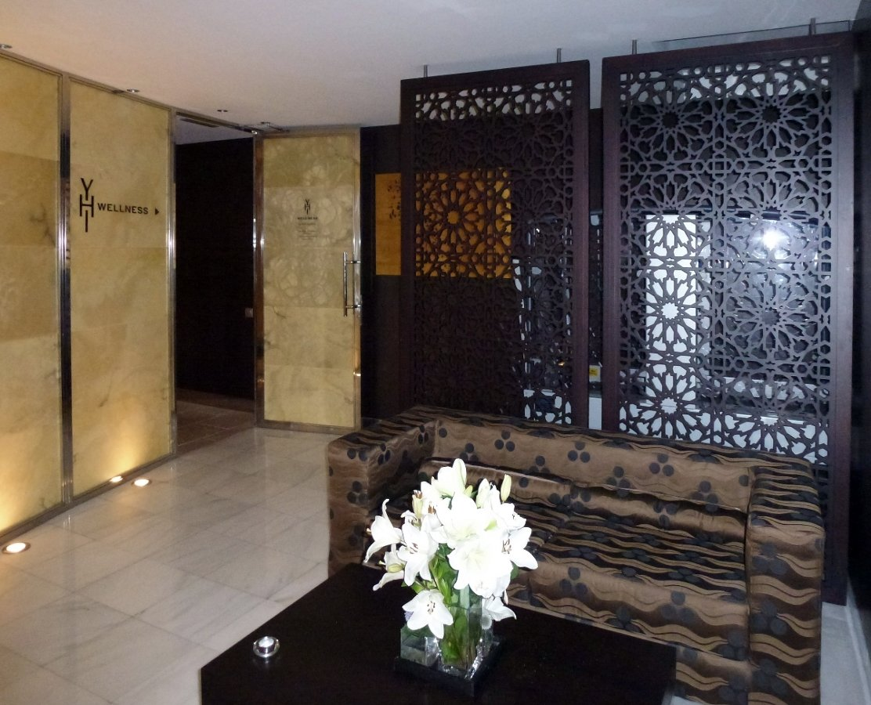 Foto celos a separador de ambiente hotel meli barcelona - Como hacer un separador de ambientes ...