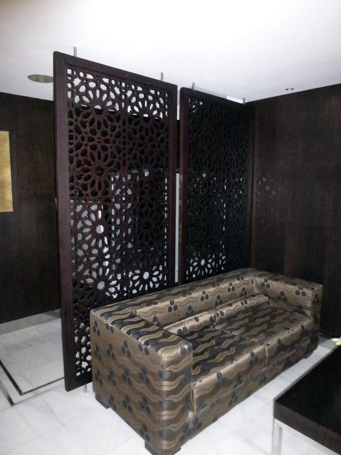 Foto celos a separador de ambiente hotel meli barcelona - Separador de madera ...