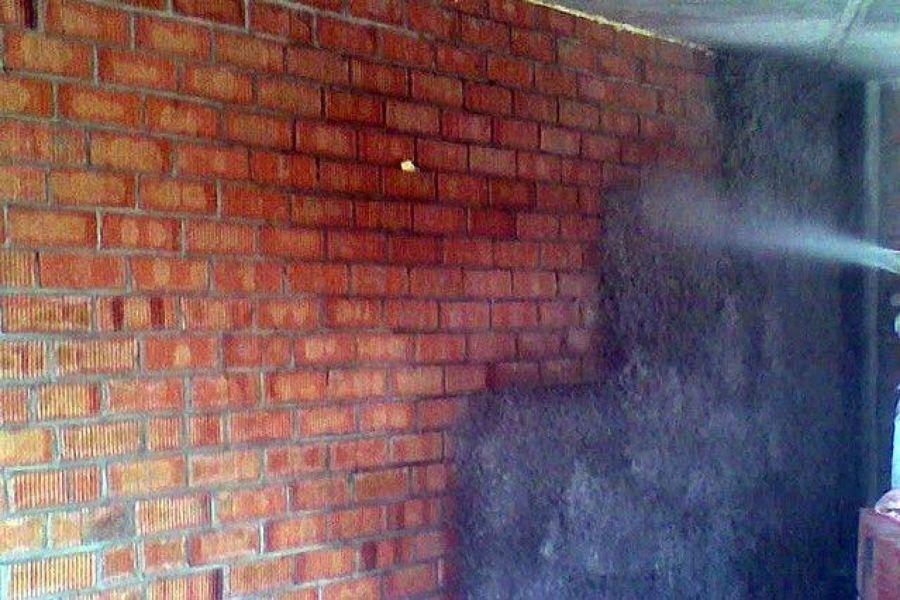 Aislamiento t rmico y ac stico con celulosa proyectada - Aislamiento termico paredes ...