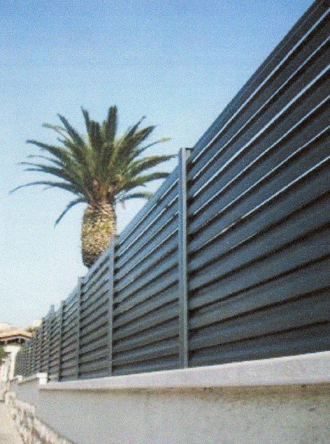 Foto cerramiento de bastidores de lamas de cerramientos for Cerramientos de jardines fotos