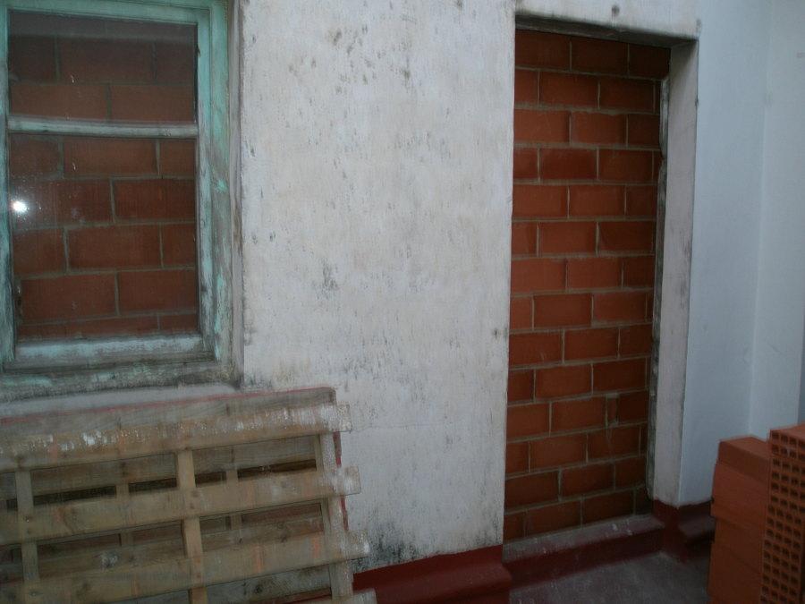 cerramiento de paso a la terraza  desde escalera comunitaria
