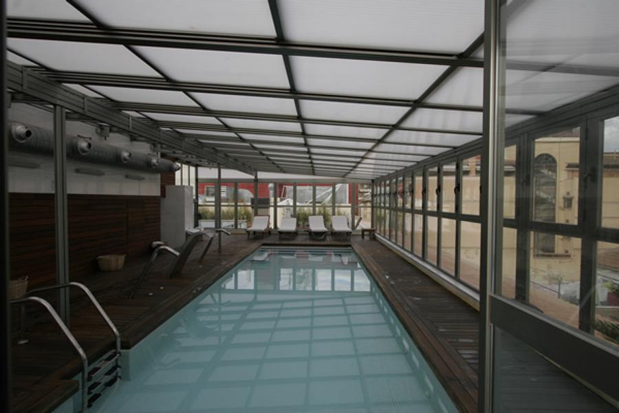 Cerramiento de piscina con techo m vil y ventanas - Cerramientos para piscina ...