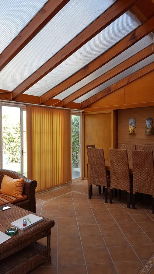 Foto cerramiento de policarbonato con vigas de madera de - Vigas de madera en valencia ...