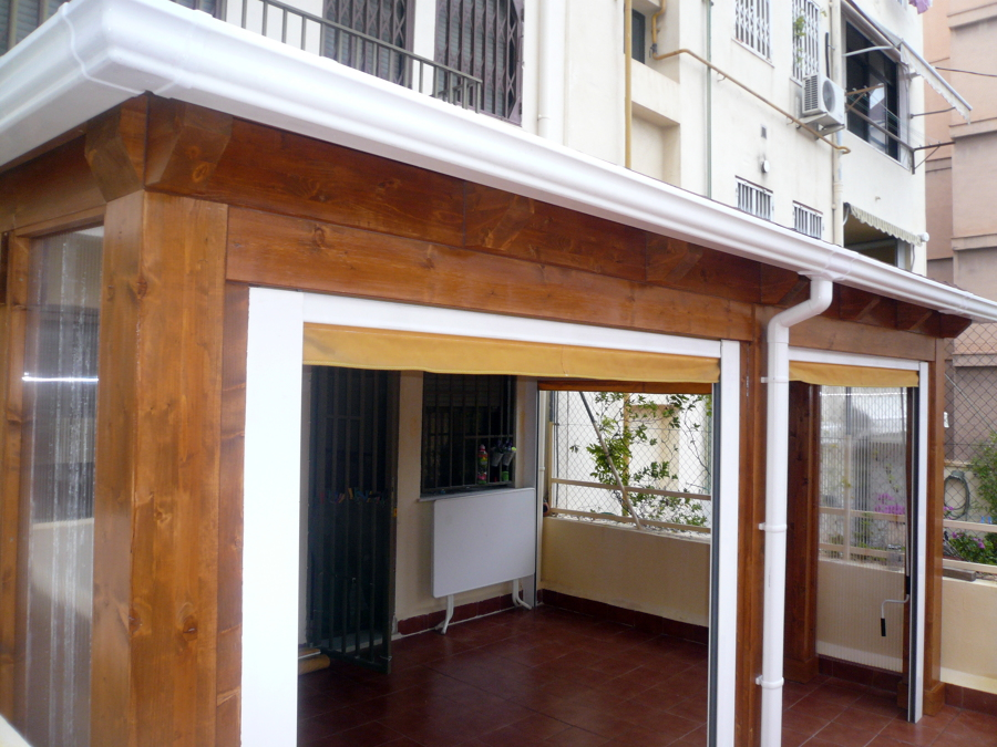 Foto cerramiento de terraza en tico de parquets turia for Cubrir suelo terraza