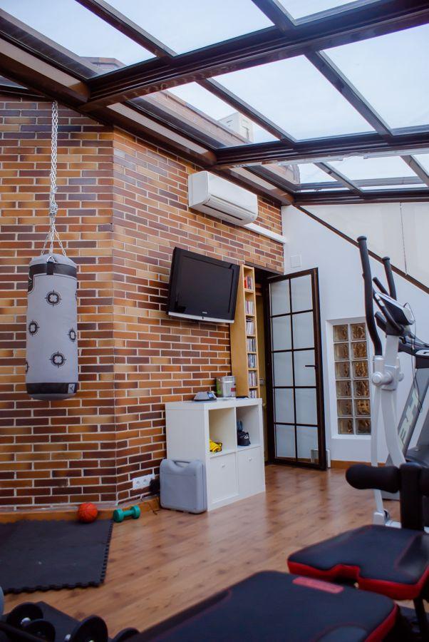Cerramiento de terraza para hacer gimnasio en casa