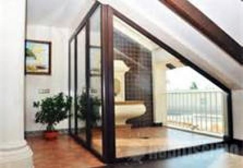 Foto cerramiento escalera acristalado de carpinteria de for Cerramientos de interiores
