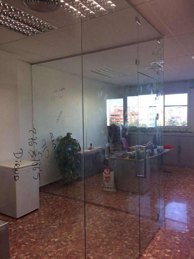 Cerramiento de vidrio para la creaci n de una habitaci n for Cerramiento vidrio