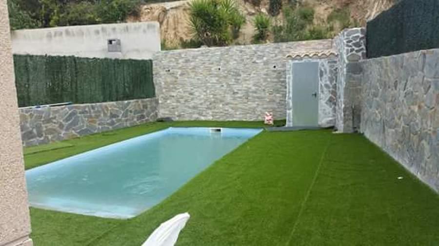 Piscina prefabricada de obra y impreso ideas - Cesped artificial piscinas ...