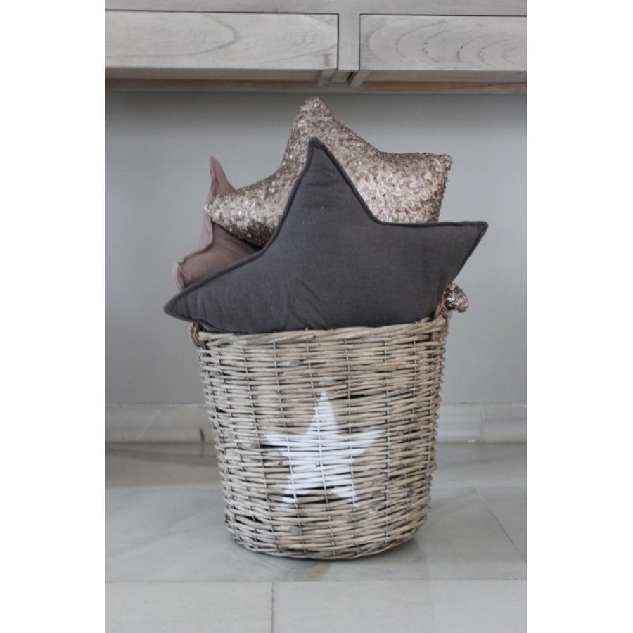 Foto cesta de mimbre y cojines en forma de estrella de - Deco hogar ourense ...
