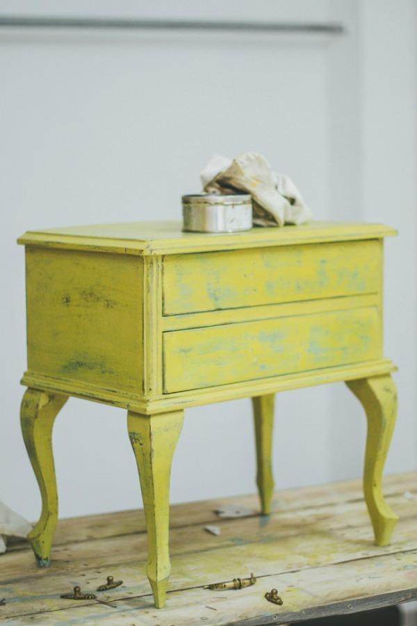 chalk paint en amarillo