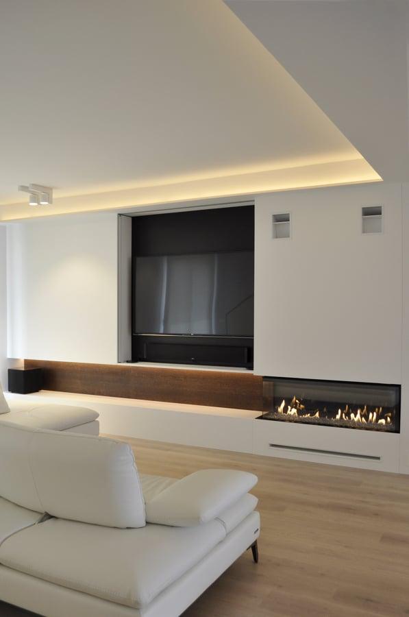 Foto chimenea a gas del salon de rardo architects for Muebles de salon con chimenea