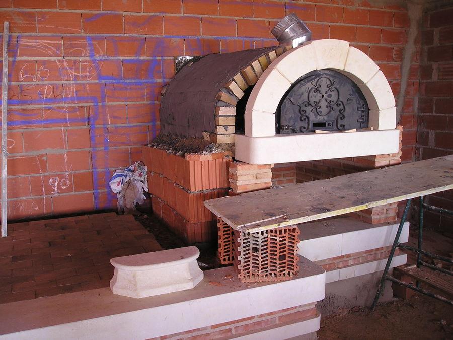 Chimenea abierta gigante, con horno