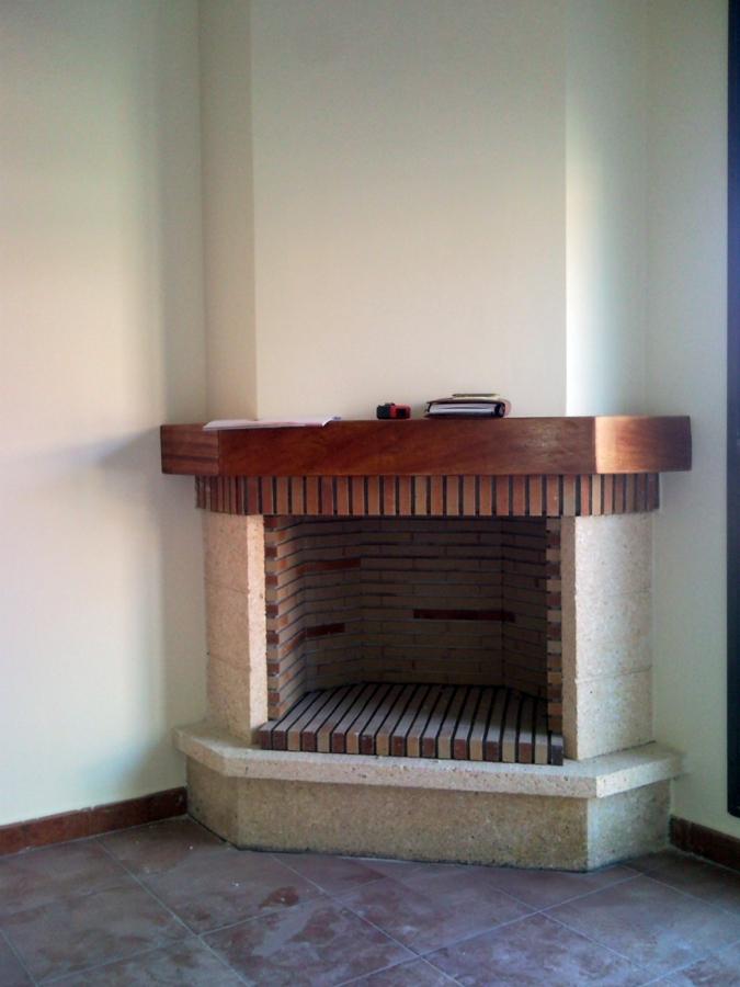 Foto chimenea rustica en chaflan de chimeneas f nix - Ver chimeneas rusticas ...