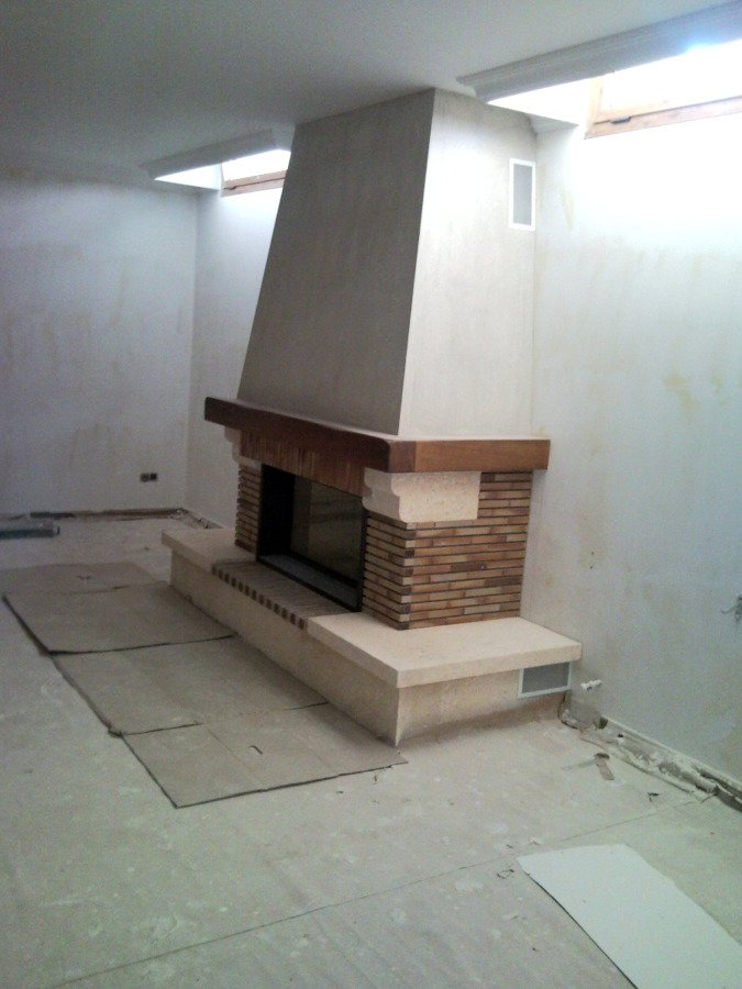 Foto chimenea r stica lateral de chimeneas f nix for Hogares a lena rusticos