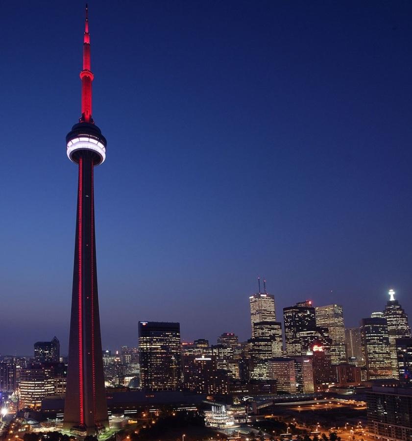 CN-Tower-fachada-958x1024