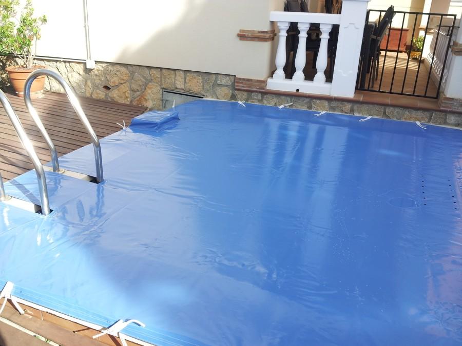 Foto cobertizo de piscinas de toldos p rgolas for Piscina miami granada