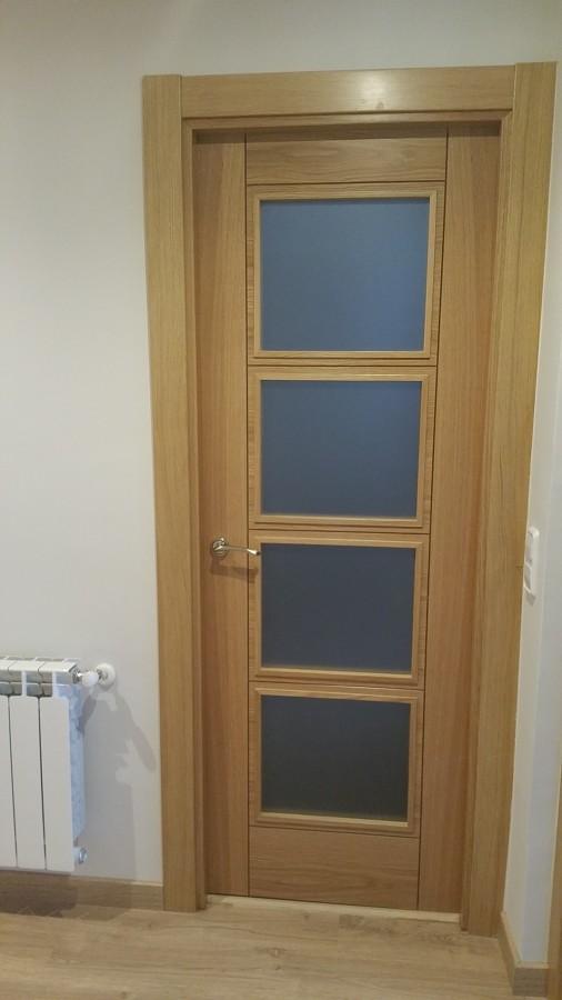 Puerta de roble 72 cm. vidriera, radiador de aluminio blanco.jpg