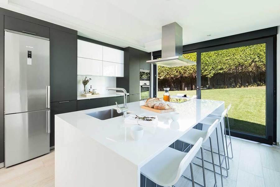 10 cocinas muy completas ideas reformas cocinas for Cocinas abiertas al jardin