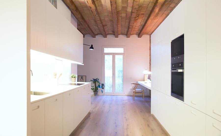 Hacer bien las cosas y las casas ideas arquitectos for Cocinas abiertas al pasillo