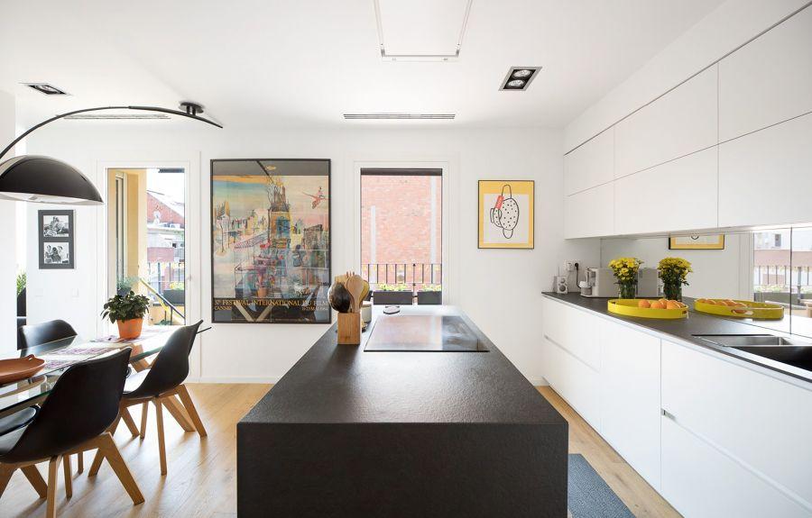 Cocina abierta al salón de estilo contemporánea