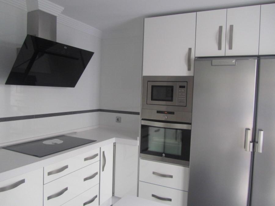 Cocina alto brillo blanco modelo 1 ideas carpinteros - Cocinas blanco brillo ...