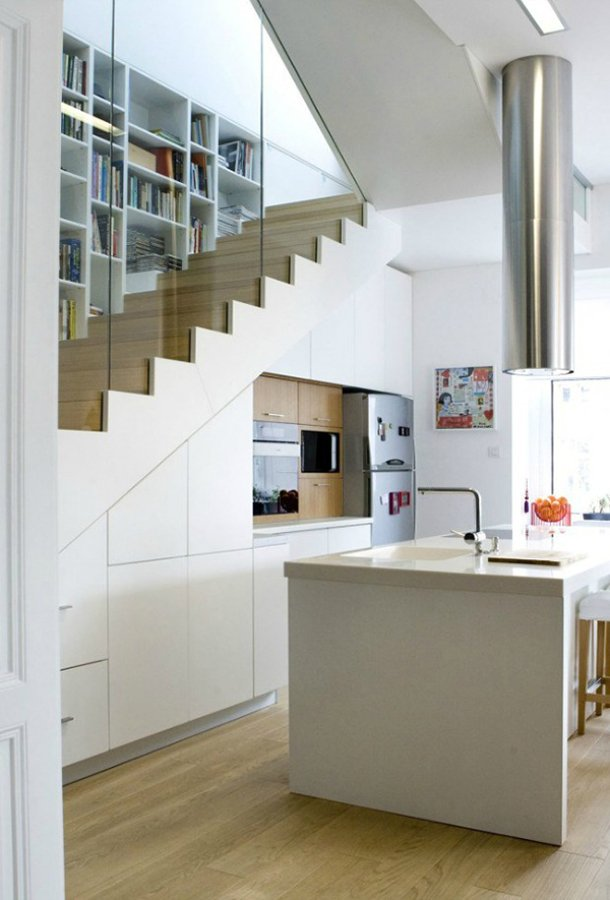 Foto cocina bajo hueco escalera de miv interiores 902658 for Muebles bajo escalera fotos