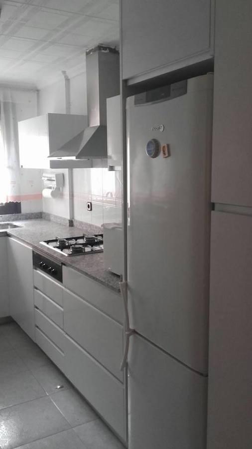 Cocina blanca brillo con uñero