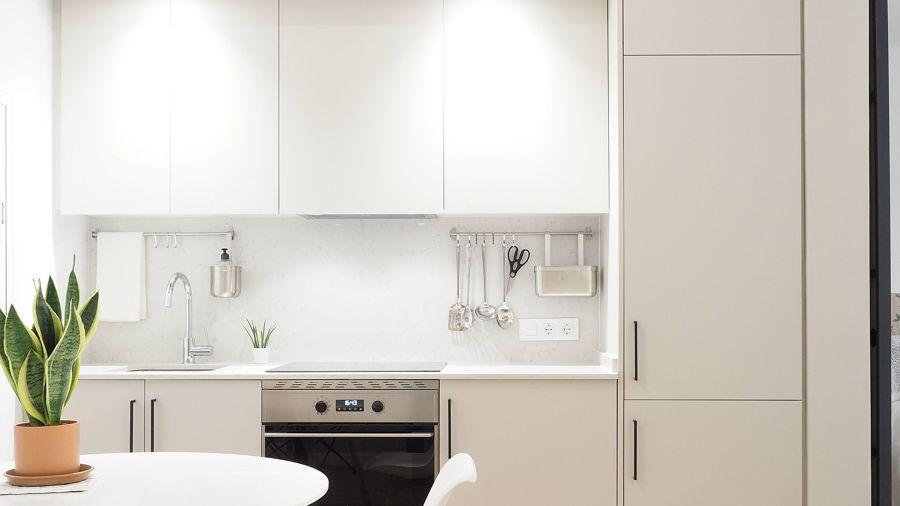Cocina blanca y funcional