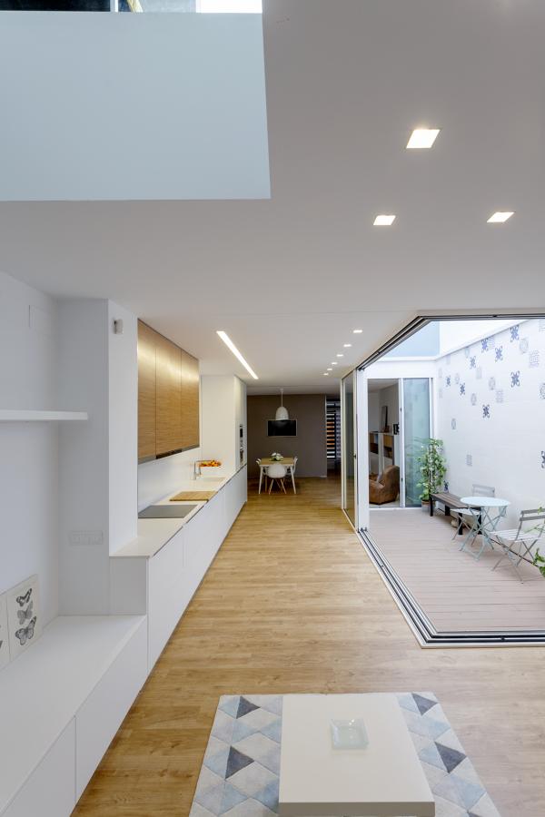 Reforma de una vivienda de solo 4 8 metros de ancho for Cocina 4 metros