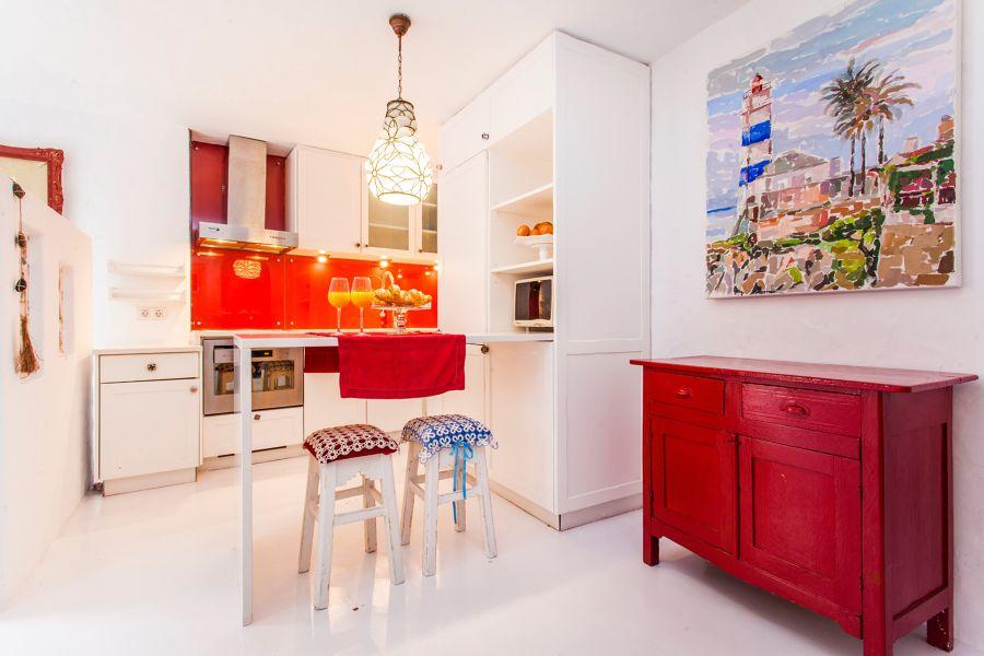 Cocina con aparador en color rojo