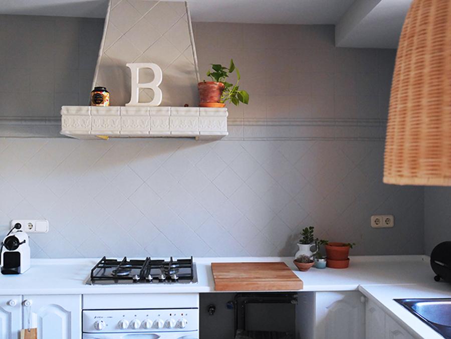 5 cocinas antes y despu s de pintar sus azulejos ideas - Pintar encimera cocina ...