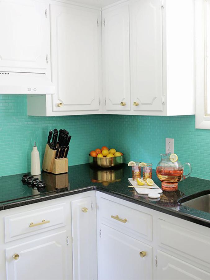5 cocinas antes y despu s de pintar sus azulejos ideas - Pintura para azulejos de cocina ...