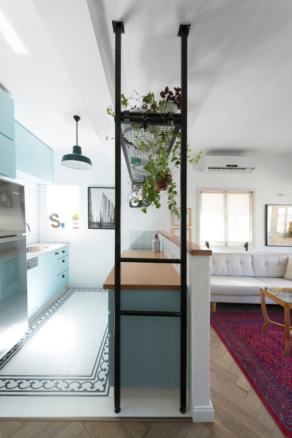 Fresco y joven reforma para uno en 55 m ideas arquitectos - Baldosa hidraulica cocina ...