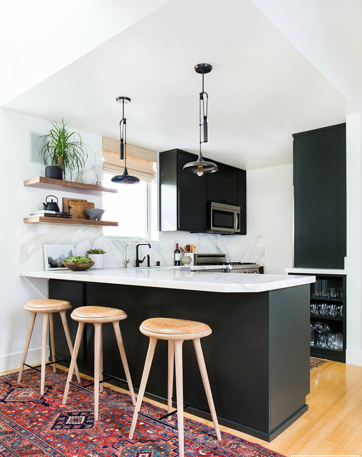 Foto cocina con barra americana en blanco y negro de for Imagenes de muebles de cocina americanas