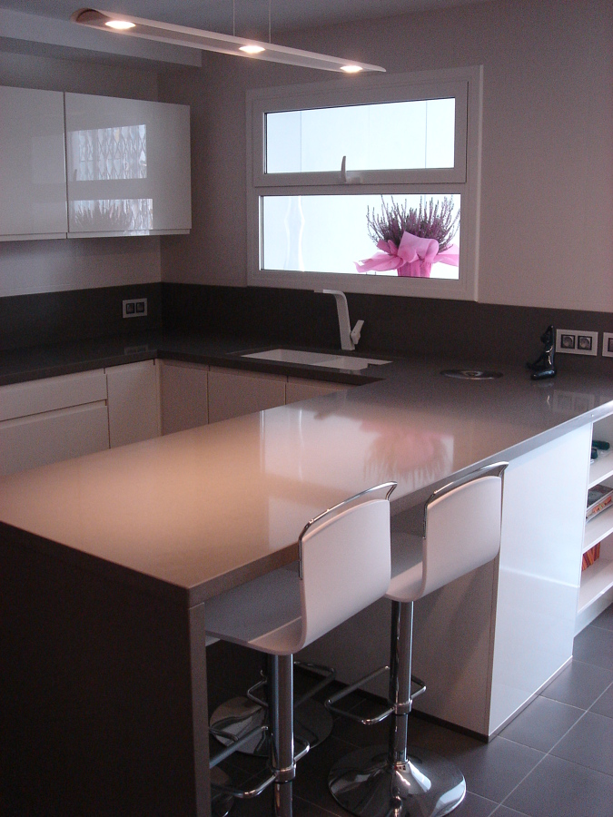 Reforma integral de cocina ideas microcemento - Cocinas con mesas ...