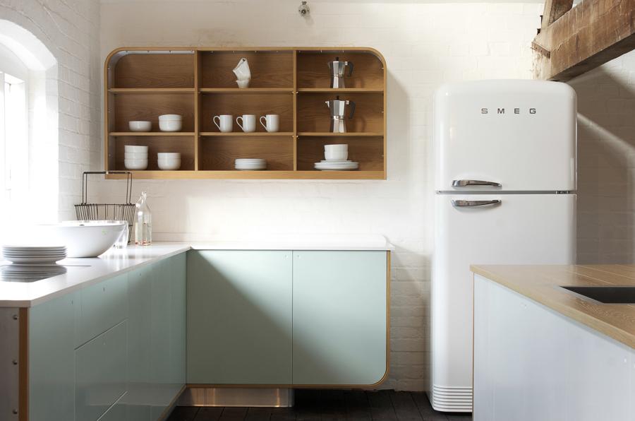 7 claves para conseguir una cocina con muebles a la vista - Estanteria cocina ...
