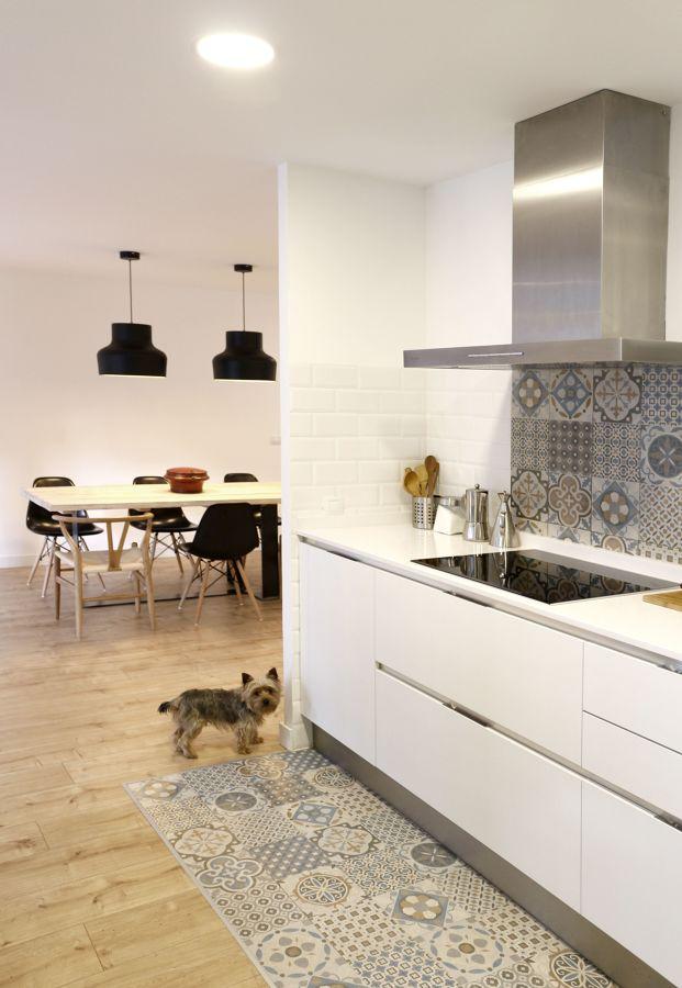 Cocina con frente de azulejo
