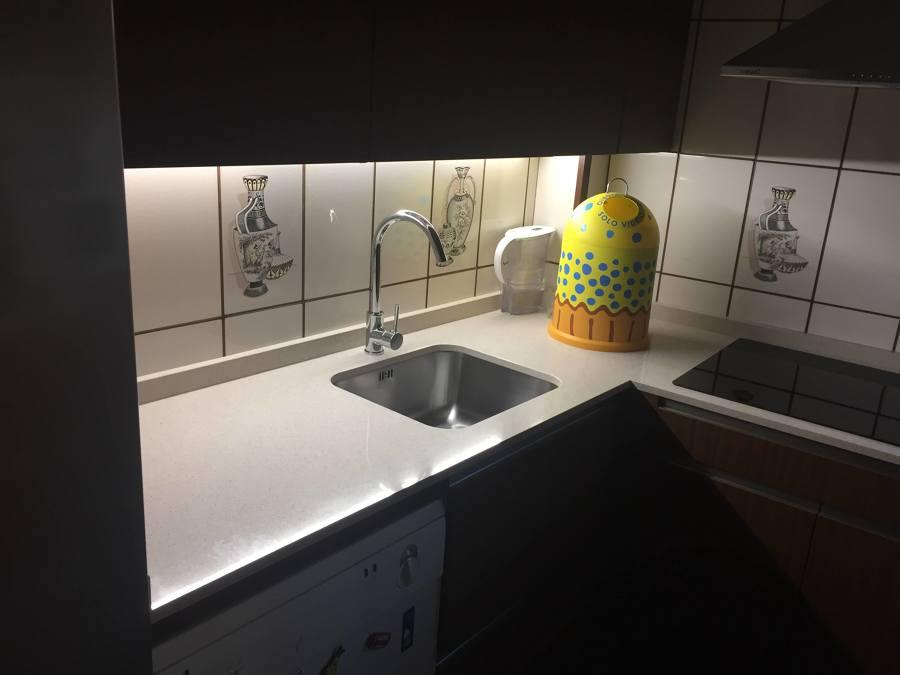 cocina con iluminación led