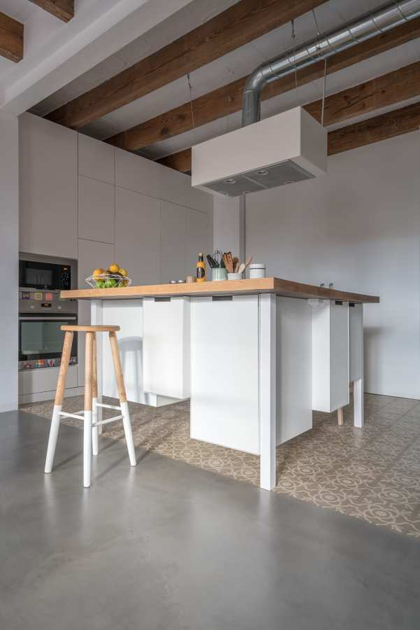 Foto cocina con isla a medida de lola mulledy 1515565 - Medidas isla cocina ...