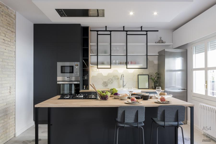 Cocina con isla en negro