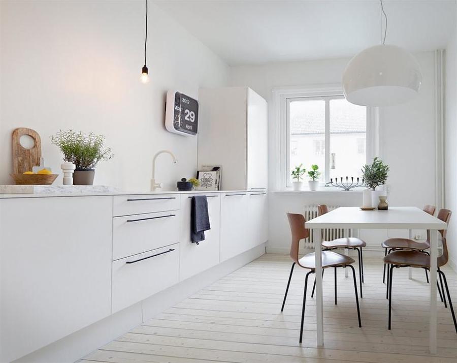 Foto cocina con mobiliario inferior y encimera de m rmol for Marmol blanco real