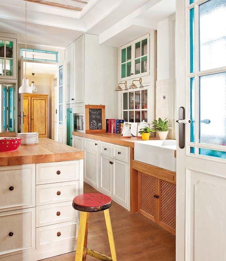 cocina con muebles decapados