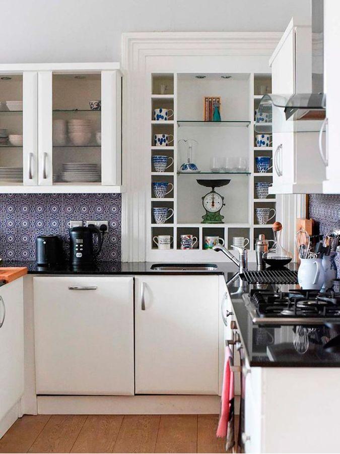 Foto cocina con muebles pintados en blanco y mucho - Mueble almacenaje cocina ...