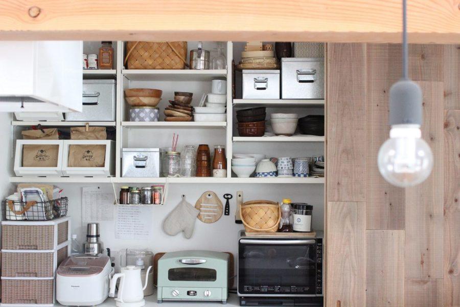 cocina con paneles de madera