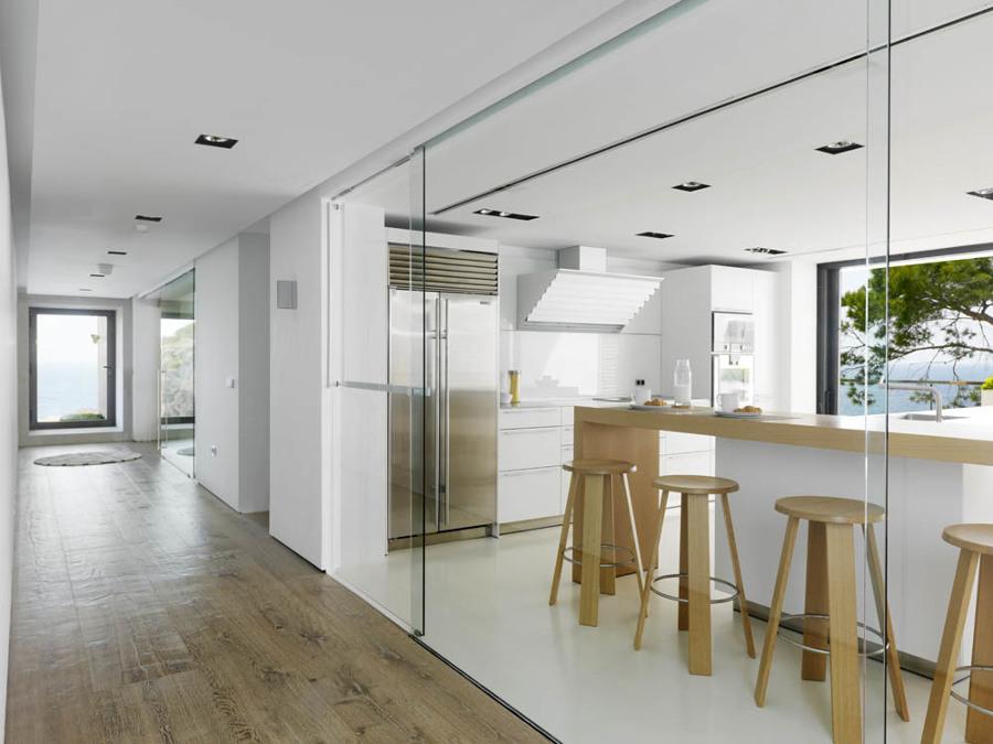 Cocina con pared de vidrio