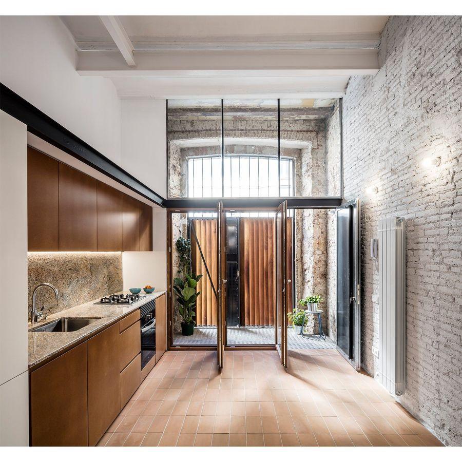 Cocina con puertas acristaladas a medida