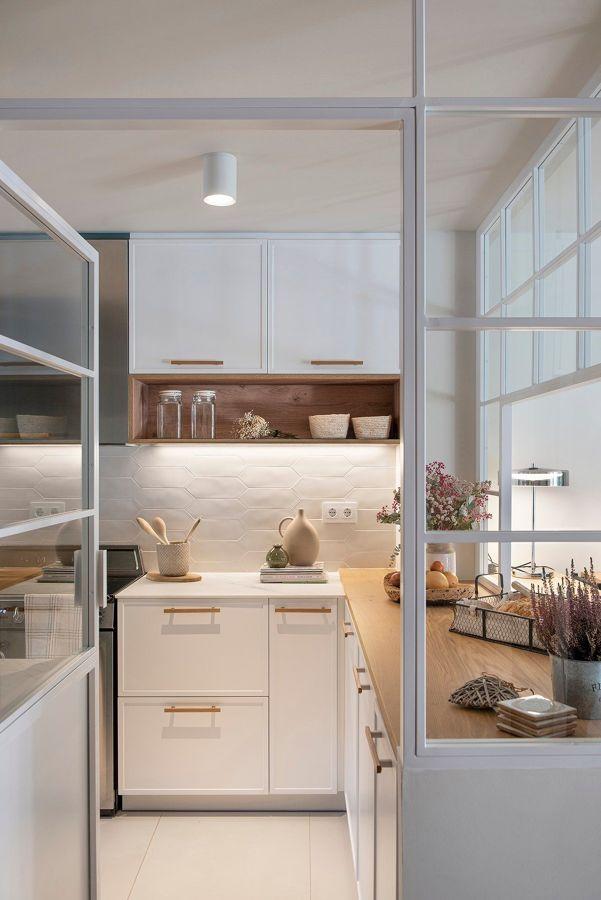 Cocina con puertas de cristal