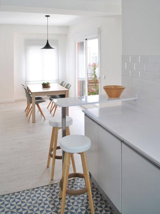 Foto cocina con suelo de baldosa hidra lica de miv - Baldosas suelo cocina ...
