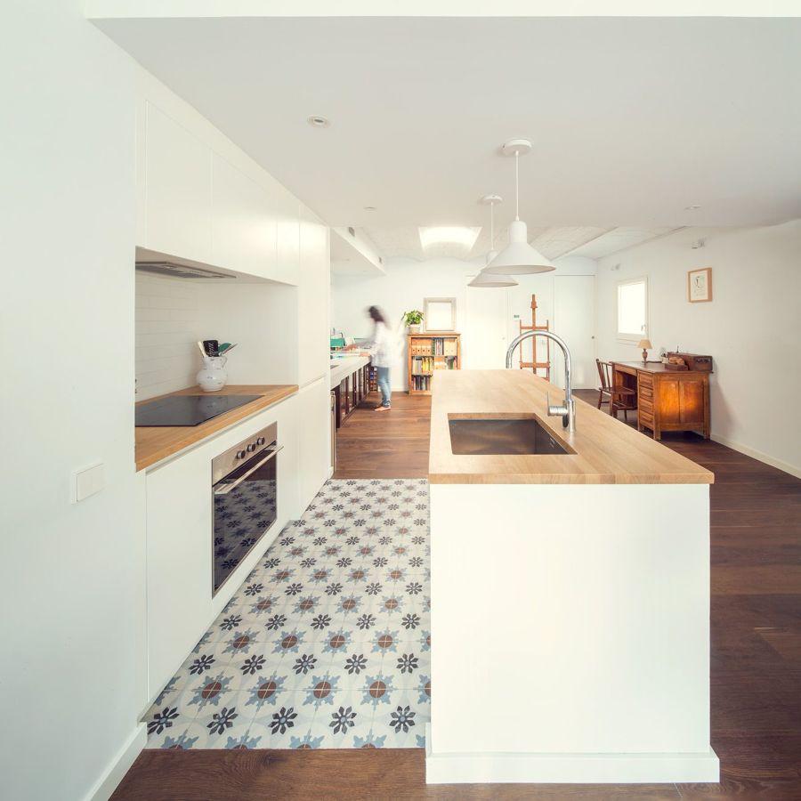 Cocina con suelo de linóleo
